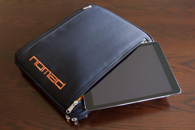 The_Nomad_Art_Satchel_04_Tablet_Pocket